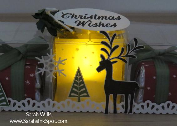 Stampin-Up-3D-Treat-Bag-Merry-Mistletoe-Sprigs-Gold-Snowflake-Idea-Sarah-Wills-Sarahsinkspot-Stampinup-Day2-LitUpCloseIn